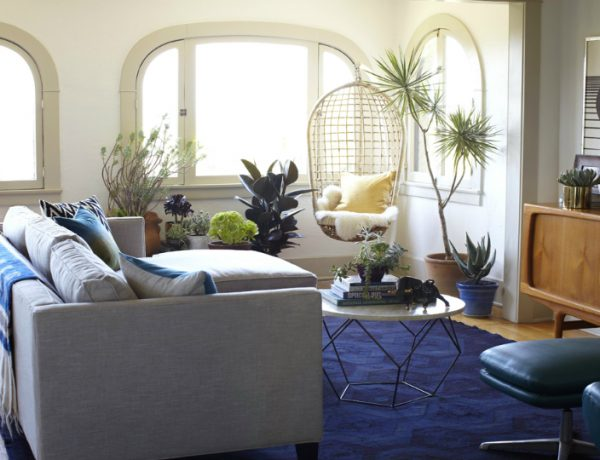 Living Room Inspiration: LA Bungalow Perfect for the Season living room inspiration Living Room Inspiration: LA Bungalow Perfect for the Season Zeke Ruelas via style by emily henderson feat 600x460