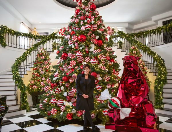 Kris Jenner's Winter Wonderland Christmas Decor christmas decor Kris Jenner's Winter Wonderland Christmas Decor Kris Jenners Winter Wonderland Christmas Decor 5 feat 600x460