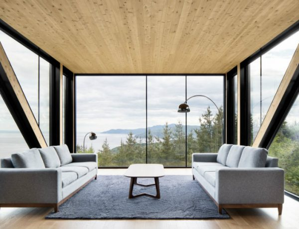 Living Room Inspiration: Modern Home Captures Stunning Views in Canada living room inspiration Living Room Inspiration: Modern Home Captures Stunning Views in Canada Cantilivered living room 3 600x460