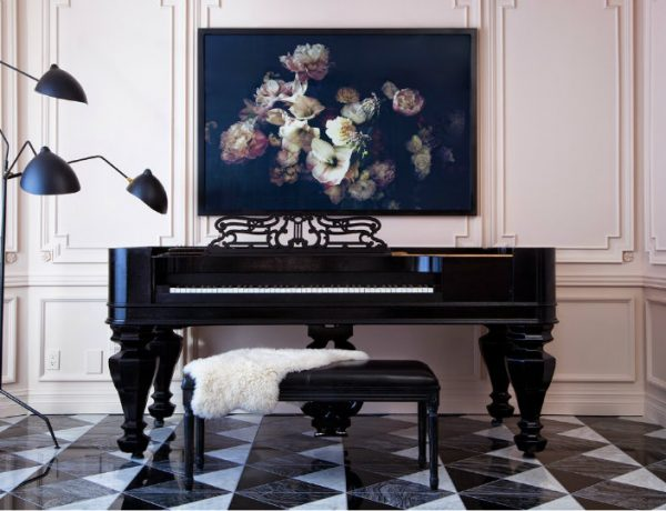 living room decor The Best Ways to Display Art in Your Living Room Decor The Best Ways to Display Art in Your Living Room Decor feat 600x460