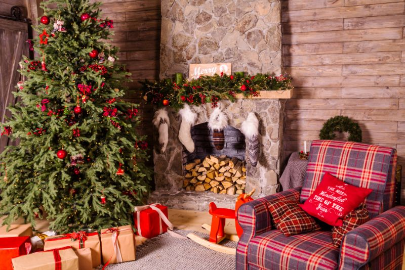 Christmas Living Room Decor To Beat The Holiday Blues! christmas living room decor 5 Christmas Living Room Decor Ideas To Beat The Holiday Blues! eugenivy reserv erkM6z0PU1M unsplash 1
