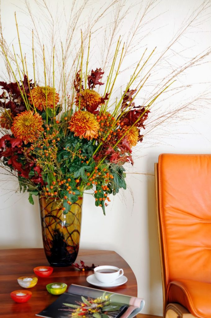 Thanksgiving Decor Ideas For A Grateful Living Room thanksgiving decor Thanksgiving Decor Ideas For A Grateful Living Room Start Prepping for November with These Thanksgiving Decorating Ideas 1 1 680x1024