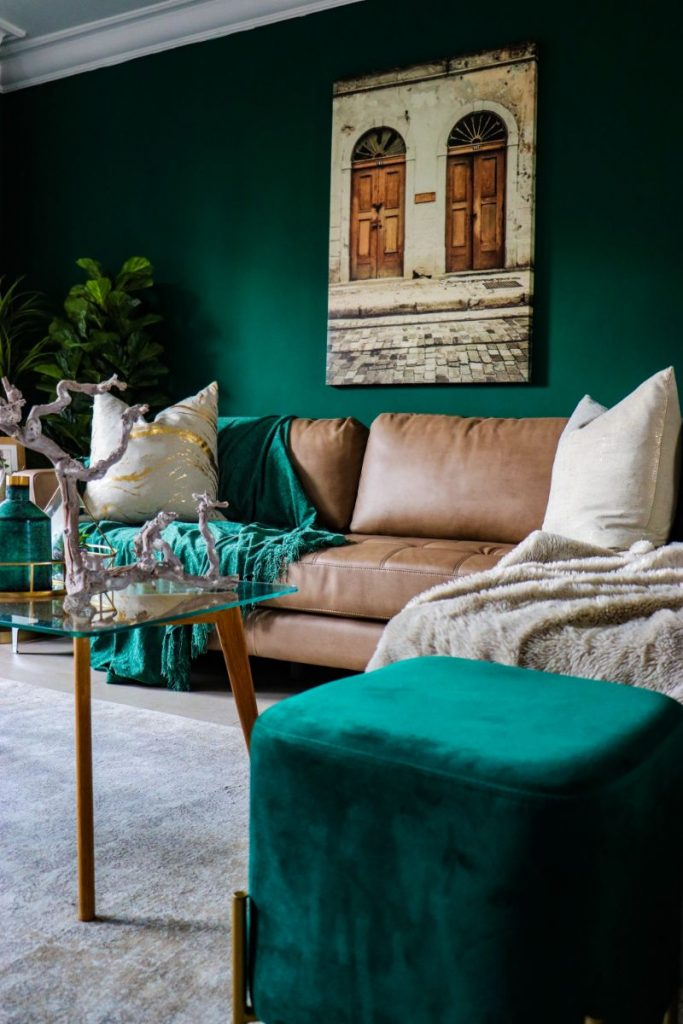Beginner's Guide to Living Room Decor living room decor Beginner's Guide to Living Room Decor devon janse van rensburg QtQVSWvsUBw unsplash 1 683x1024