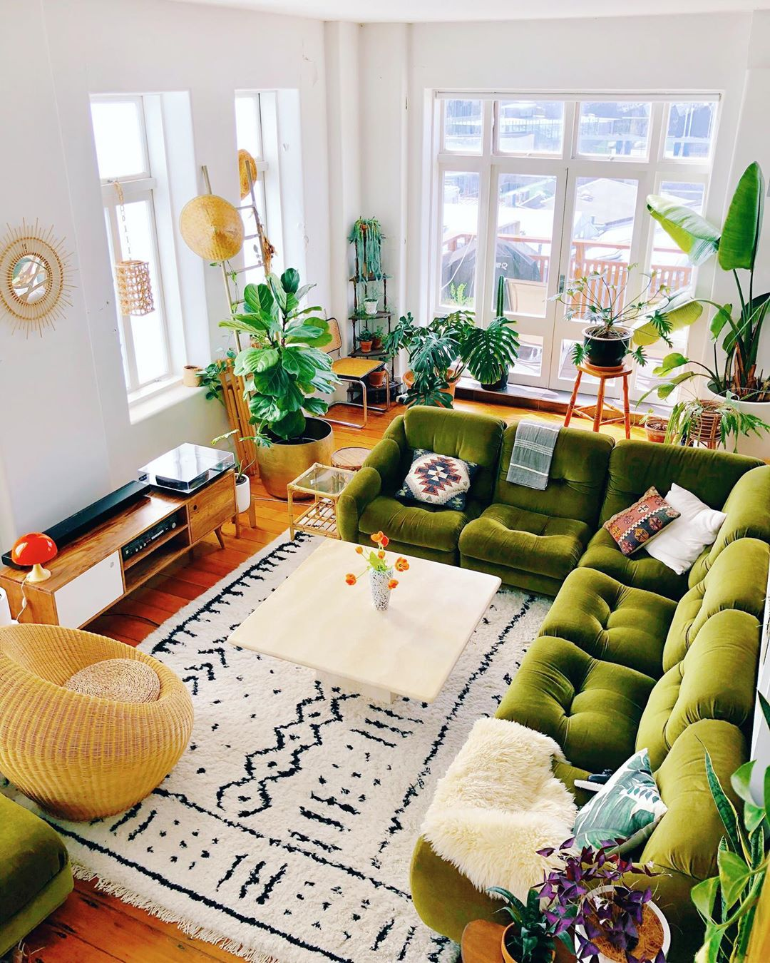 10 Living Room Designs With Colorful Sofas For Bold Design Lovers_1 colorful sofas 10 Living Room Designs With Colorful Sofas For Bold Design Lovers 10 Living Room Designs With Colorful Sofas For Bold Design Lovers 1
