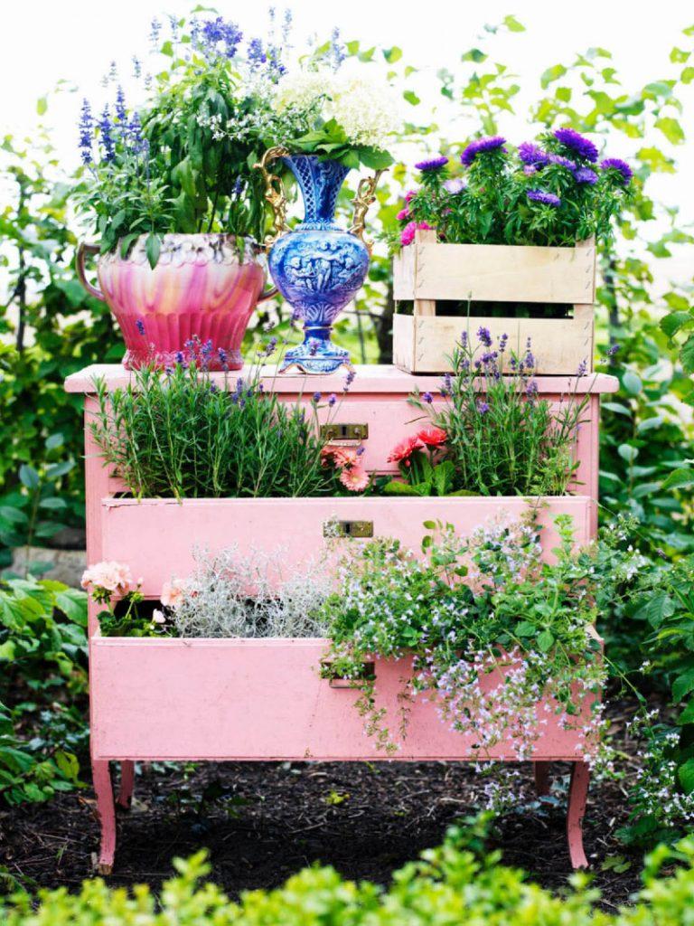5 Ideas for a Perfect Garden Decor!🏡 garden decor 5 Ideas for a Perfect Garden Decor!🏡 19 vintage garden decor ideas homebnc 768x1024