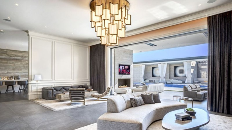 A New Living Room for Kylie Jenner! new living room Step Inside The New Living Room of Kylie Jenner and Get The Look! Kylie jenner 7
