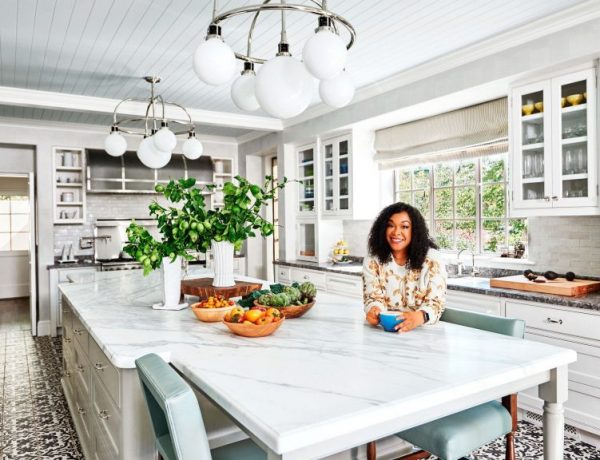 Check out if your favourite celeb has a mid-century living room  Check out if your Favourite Celeb Has a Mid-Century Living Room. Shonda Rhimes 1 600x460