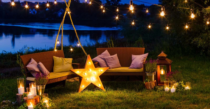 5 Ideas for a Perfect Garden Decor!🏡 garden decor 5 Ideas for a Perfect Garden Decor!🏡 outdoor seating sofas pillows lanterns string lights night garden lead
